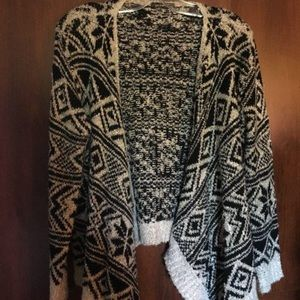 🌸2/$10 GUC Cozy Aztec Print Cardigan Size Small